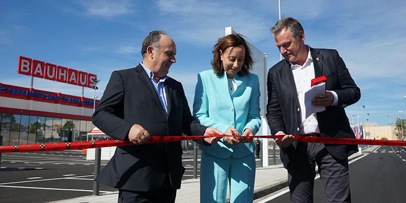 Santiago Salvador,  Elena Martinez y  Bart Ginneberge durante la inauguración de las calles