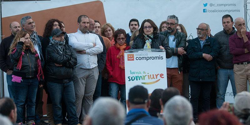 Mónica Oltra junto a los integrantes de la lista de Compromís a las próximas municipales