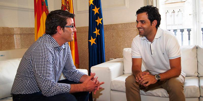El alcalde Juan Antonio Sagredo durante la reunión